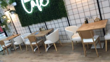 How to choose the right café and coffee shop furniture